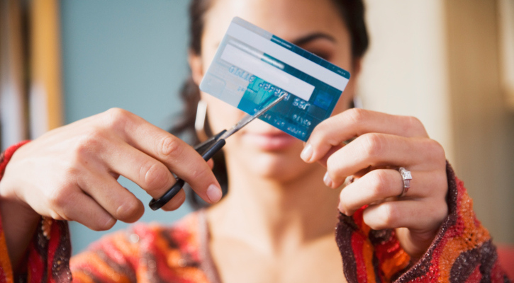 13 creative ways to avoid spending money - Shopping cash card paying spending ...