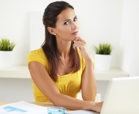 Woman asking robo-adviser questions before hiring