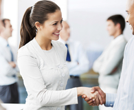 Woman learning best networking tips for pros under 40