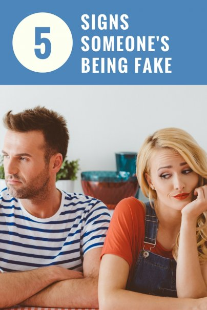 5 Signs Someone's Being Fake