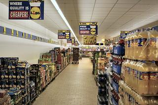Large aisle in grocery store