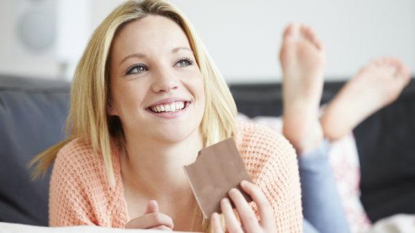 Devojka sa čokoladom