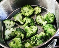 Steaming broccoli with best food steamers