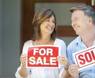 Couple learning how to sell a reverse-morgaged house