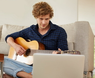 Learning his chords online