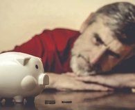 Man finding the fastest ways to go broke in retirement