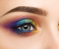 Woman using best eye shadow palette