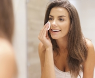 Woman using best facial cleansing wipes for clear skin