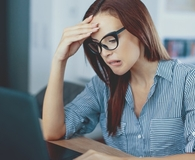 Woman wondering if she should refinance her student loan