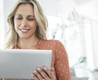 Woman finding ways to improve her credit score fast