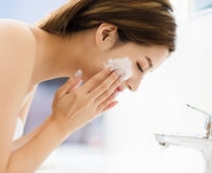 Woman using best cleansing milk