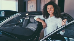 Woman refinancing her auto loan