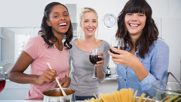 10 Ways to Have a Cheaper Evening Hanging Out With Friends