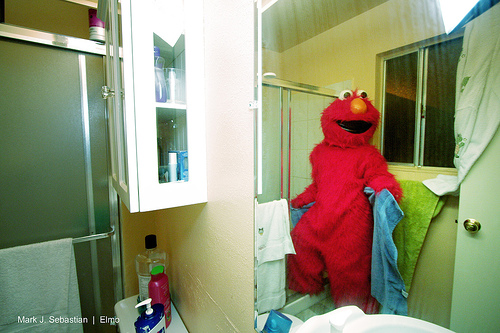 elmo showing off for shower