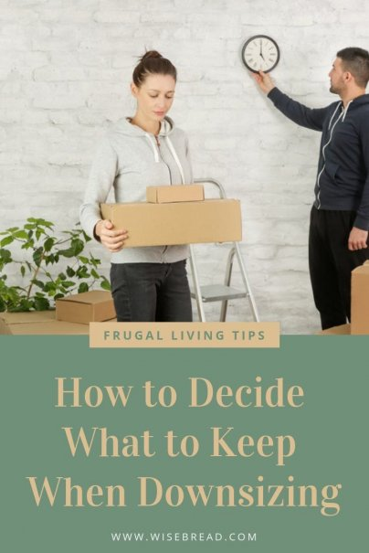 Planning on downsizing? Whether you want to lead a more minimalist lifestyle, want to join the small houses movement, or just want to save money and simplify. Here is the best way to declutter and get organizing! Learn how to decide which items you should be letting go with our tips! | #minimalism #downsizing #minimalistlifestyle