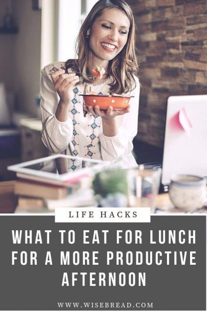 Food is fuel for the brain. So what should you be eating at lunch to keep your energy levels up and your focus sharp into the evening? We've got the lunch ideas for you with the best brain food tips. | #brainfood #lunchideas #healthylifestyle