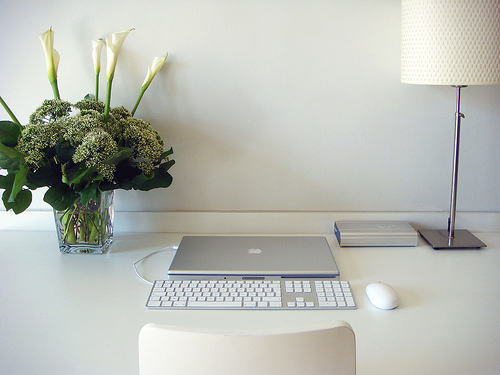 Zen desk = less stress = more energy. Photo by Laure Wayaffe / Flickr